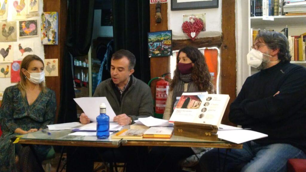 Eduardo Mohedano leyendo